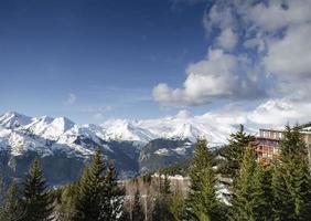 Les Arcs Französische Alpen Skigebiet und Blick auf die Berge in der Nähe von Bourge Saint Maurice in Frankreich foto