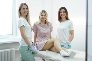 Kosmetikerin Frau. Körperpflege weibliches Gesundheitskonzept foto