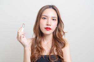 Porträt schöne Frau Make-up und mit rotem Lippenstift foto