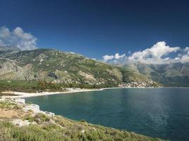 Ionische Mittelmeerküste Strandlandschaft Südalbaniens nördlich von Sarande auf dem Weg nach Vlore foto