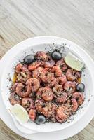 frische Garnelen in Knoblauch gebraten Olivenöl Meeresfrüchte portugiesischer Tapas-Snack foto