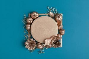 Herbst kreativer Hintergrund mit Kopienraum foto