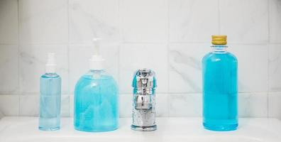 Coronavirus-Prävention und Händedesinfektionsgel für die Händehygiene foto