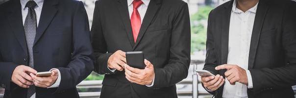 Unternehmensgruppen verwenden Mobiltelefone foto