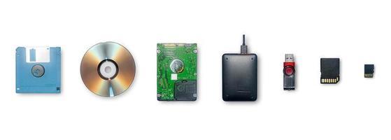 die Geräte zum Speichern von Informationen und zum Übertragen oder Sichern von Daten verwenden. foto