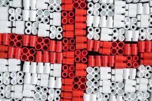 Plastikziegel, die im Hintergrund die Flagge Englands bilden foto