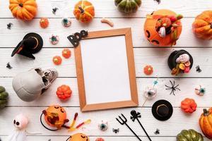 Halloween-Rahmen-Mock-up-Vorlage mit Candy Flat Lay foto