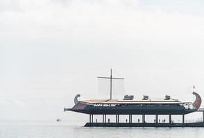 Jalta 2021- das Restaurant ist in Form eines Schiffes gestaltet foto
