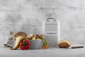 das Arrangement Kompost machte verdorbenes Essen foto