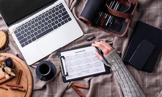 Draufsicht Kalender 2021 für Zeitplan für die Planung foto