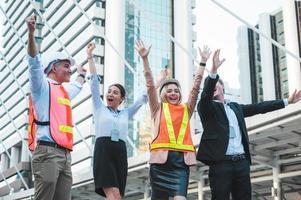 Gruppe multiethnisch vielfältiger Menschen mit unterschiedlichen Jobs foto