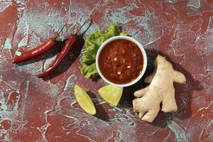 leckeres Essen mit Sambal-Sortiment foto