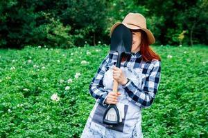 Bauer mit einer Schaufel foto