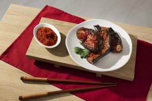 die nahrhafte Mahlzeit mit Sambal-Arrangement foto