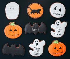 Mumie, Fledermaus, Kürbis, Geist, schwarze Katzenkekse für Halloween foto
