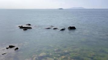 Klippen und Meereslandschaft foto