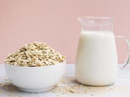 Frühstück mit Haferflocken-Bowl-Milch. Auflösung und hochwertiges schönes Foto
