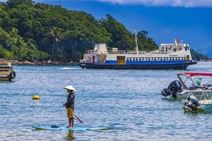 Praia da Julia, Brasilien, 23. November 2020 - Boote und Schiffe am Strand foto