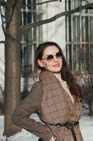 Fashion Street Style schönes Mädchen in Winterkleidung foto