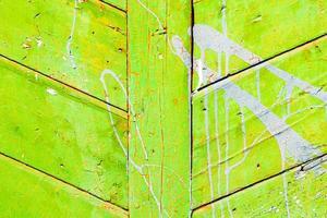 Holzstruktur mit Kratzern und Rissen foto