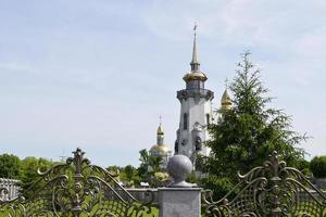 Turm einer christlichen Kirche foto
