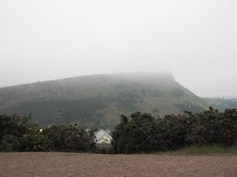 Arthurs Sitz vom Calton Hill in Edinburgh aus gesehen foto