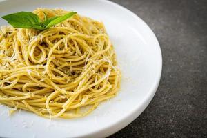 Pesto Spaghetti Pasta - vegetarisches Essen foto