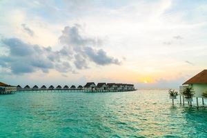 Wunderschönes tropisches Malediven Resort Hotel und Insel mit Strand und Meer foto