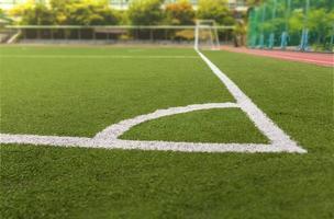 Fußball- oder Fußballfeld mit weißer Linie foto