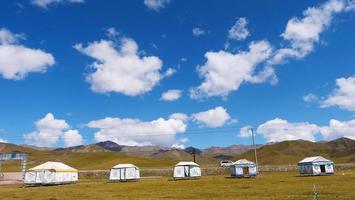 Qilian-Felder des blauen Himmels in Qinghai-China foto