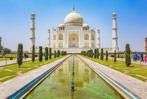 Taj Mahal Panorama in Agra Indien mit erstaunlichen symmetrischen Gärten. foto
