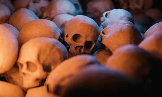 Hintergrund eines Haufens von Schädeln foto