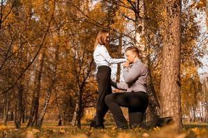 Liebe, Paar, Beziehung und Engagement-Konzept foto