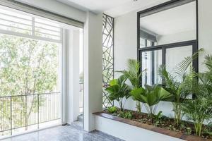 moderne zeitgenössische innenarchitektur balkon garten foto