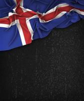 Island Flagge Vintage auf einer schwarzen Grunge-Tafel mit Platz für Text foto