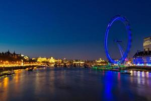 das London Eye, das Riesenrad in London, England foto