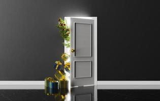 Tür mit Weihnachtsbaum und Geschenken, die herausschauen foto