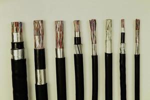 verschiedene elektrische Kabel foto