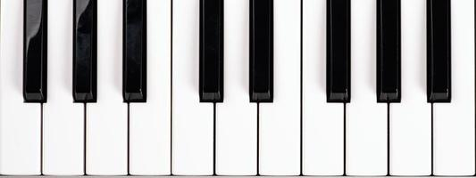 schwarze und weiße Klaviertasten, Musik-Synthesizer-Tasten Draufsicht foto