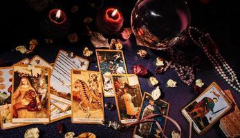 Tabelle mit okkulten Attributen, Ansicht von oben. foto