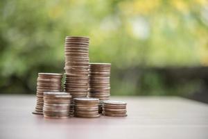 Stapel Geld, Geld sparen Konzept foto