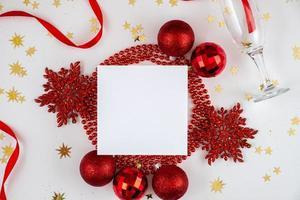 schöner festlicher weihnachtshintergrund. schöne Landschaft mit Grußkarte für Grüße foto