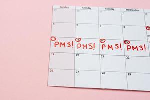 Kalender mit markierten pms-Tagen foto