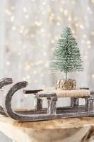 Weihnachtsbaum auf Bohek Holz, Bokeh Hintergrund. foto