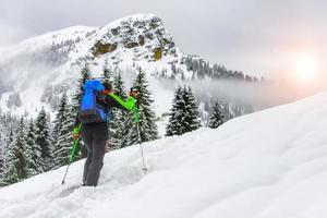 Skibergsteigen in den Alpen foto