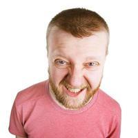 wütender genervter Mann in einem rosa Hemd foto