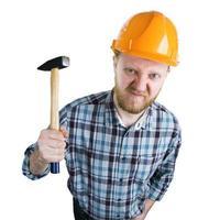 wütender Baumeister mit einem Hammer foto