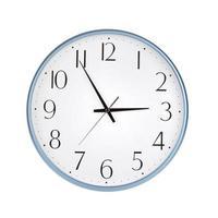 runde Uhr zeigt fünf Minuten vor drei foto