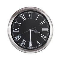 runde Uhr zeigt die Hälfte des vierten foto