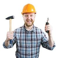 Mann mit Helm mit Hammer und Zange foto